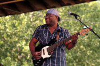 Kenny Harris,bass player